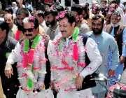 راولپنڈی: مسلم لیگ ن پی پی17کے امیدوار راجہ عبدالحنیف چوہدری تنویر کے ..