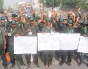 لاہور:1122کی ٹریننگ کے لیے آ․ے والے نوجوان ٹریننگ سے قبل نکالے جانے پر ..