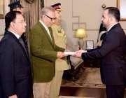 اسلام آباد: صدر مملکت ڈاکٹر عارف علوی کو افغانستان کے نامزد سفیر شکراللہ ..