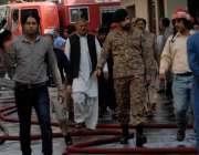 اسلام آباد: آرمی کے نوجوان پی آئی ڈی بلڈنگ کا معائنہ کر رہے ہیں۔