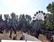 اسلام آباد: اسلام آبادماڈل کالج کی طالبات سالانہ فن فیئر کے موقع پرجھولوں ..