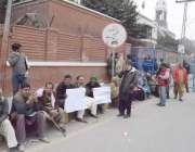 لاہور: دوسرے شہروں سے آنیوالے سائلین سپریم کورٹ لاہور رجسٹری کے باہر ..