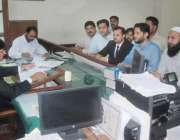 لاہور: تحریک انصاف کے حلقہ این اے124سے نامزد امیدوار محمد نعمان قیر اپنے ..