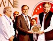 کراچی: وزیراعظم شاہد خاقان عباسی سی پیک کی افتتاحی تقریب کے موقع پر ..