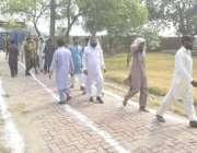 لاہور: عام انتخابات 2018  حلقہ این اے128کے نواحی گاؤں میں ووٹرز ووٹ کاسٹ ..