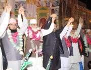 لاہور: سنی تحریک کے زیر اہتمام ٹاؤن شپ میں میلاد ریلی کے موقع پر قائدین ..