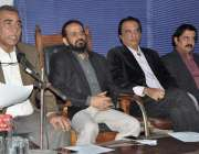 کراچی: کراچی پریس کلب میں آرٹس فورم پینل محمداسلم خان و دیگر پریس کانفرنس ..