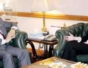 لاہور: چیف سیکرٹری پنجاب اکبر درانی سے امریکی قونصل جنرل کولین کرینویلج ..