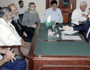 لاہور: نگران صوبائی وزیر صنعت، تجارت و انویسٹمنٹ میاں انجم نثار موٹر ..