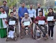 لاہور: کرن ویلفیئر فاؤنڈیشن کے زیر اہتمام کرن ایوارڈ کی تقریب میں پرفارمنس ..