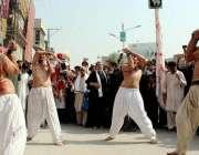 پشاور: نویں محرم الحرام کے موقع پر امام بارگاہ حسینیہ حال سے مرکزی جلوس ..