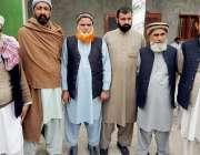 اٹک: حضرو کے صحافی لطف الرحمن کو عمرہ کی ادائیگی کی مبارکباد دینے کے ..