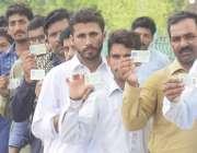 لاہور: عام انتخابات 2018  حلقہ این اے128کے نواحی گاؤں میں پولنگ اسٹیشن ..