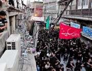 راولپنڈی: عاشورہ کا مرکزی جلوس راجہ بازار سے گزر رہا ہے۔