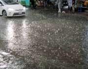 راولپنڈی: سخت گرمی کے بعد ہفتہ کو جڑواں شہروں میں ہونیوالی بارش کا منظر ..