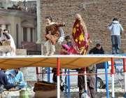 پشاور: بچے جمپنگ جیک سے لطف اندوز ہو رہے ہیں۔