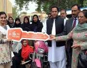 فیصل آباد: ڈپٹی کمشنر سلمان غنی وومن ویلز کمپین کی پوزیشن ہولڈر خواتین ..