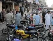 راولپنڈی: راجہ بازار میں کھڑی موٹر سائیکلیں ٹریفک روانی میں مشکلات ..