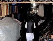 راولپنڈی: راجہ بازار کوٹ گلی گودام میں لگنے والی آگ کے بعد کا منظر۔