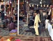 اسلام آباد: لوک میلہ 2018میں دکانداروں نے مختلف اسٹالز لگا رکھے ہیں۔