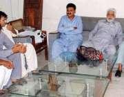حیدر آباد: مختلف شہروں سے آئے یونین نمائندگان لیبر ہال حیدر آباد میں ..