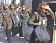 لاہور: پریس کلب کے باہر احتجاجی مظاہروں کے باعث اینٹی رائٹ فورس کی خواتین ..