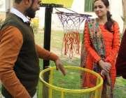 لاہور: پنجاب یونیورسٹی میں البیراک کی جانب سے لگائے گئے باسکٹ بال طرز ..