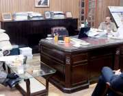 لاہور: صوبائی وزیر زراعت ملک نعمان احمد لنگڑیال محکمہ خوراک کے قرضوں ..