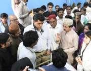 عمرکوٹ: پی ٹی آئی سندھ کے پارلیمانی رہنما حلیم عادل شیخ عمر کوٹ ہسپتال ..