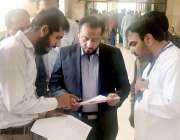 لاہور: صوبائی وزیر پرائمری اینڈ سیکنڈری ہیلتھ خواجہ عمران نذیر ڈی ایچ ..