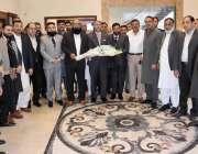 راولپنڈی: مرکزی انجمن تاجران کے ممبران کا راولپنڈی چیمبر آف کامرس کے ..