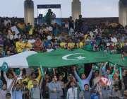 لاہور: پی ایس ایل کا پہلا پلے آف میچ دیکھنے کے لیے قذافی سٹیڈیم میں موجود ..