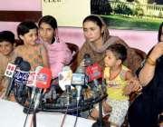 حیدر آباد: حالی روڈ کی رہائشی خاتون پولیس کے خلاف انصاف کے لیے پریس ..