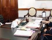 لاہور: نگران وزیراعلیٰ پنجاب ڈاکٹر حسن عسکری سے وزیراعلیٰ آفس میں نگران ..