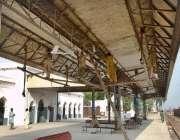 چنیوٹ: ریلوے سٹیشن پر ہونے والی تعمیراتی کام کا منظر۔