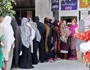 راولپنڈی: ڈی ایچ کیو ہسپتال میں مناسب سہولیات نہ ہونے کے باوجود چیک ..
