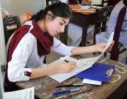 حیدر آباد: میٹرک کے سالانہ امتحانات میں شریک طالبات سوالنامہ حل کر ..