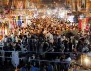 راولپنڈی: عید کی تیاریوں میں مصروف شہری باڑہ مارکیٹ سے خریداری کر رہے ..