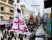 راولپنڈی: عاشورہ کا مرکزی جلوس ٹرنک بازار سے گزر رہا ہے۔