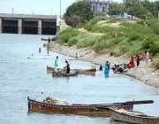 حیدر آباد: خوشگوار موسم سے لطف اندوز ہونے کے لیے شہری کشتی رانی کی سیر ..