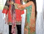 فیصل آباد: ایک طالبہیو ای ٹی آرکروما ایس ڈی سی انٹرنیشنل کانفرنس کے ..