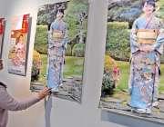 راولپنڈی: آرٹس کونسل میں جاپانی کیلنڈروں کی نمائش کے موقع پر شرکاء ..
