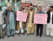 کراچی: کراچی پریس کلب کے سامنے سول سوسائٹی کے ارکان ٹھٹھہ کے رہائشی13سالہ ..
