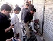 کوئٹہ:9ویں محرم الحرام کے موقع پر سیکیورٹی اہلکار جلوس کی گزا گاہوں ..