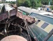 لاہور: گڑھی شاہو کے قریب گرین لائن ٹرین کے مال گاڑی سے ٹکرانے کے بعد ..