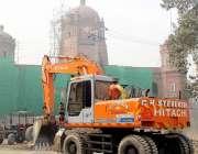 لاہور: جی پی او چوک میں اورنج لائن میٹر ٹرین منصوبے پر کام جاری ہے۔