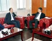 اسلام آباد: وفاقی وزیر برائے لاء اینڈ جسٹس ڈاکٹر محمد فروغ نسیم سے برٹش ..