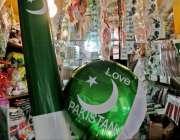 راولپنڈی: راجہ بازار میں ایک دکاندار نے14اگست کے حوالے سے اشیاء سجا ..