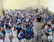 اسلام آباد: اسلام آباد ٹریفک پولیس کی جانب سے اسلام آباد ماڈل سکول فار ..