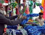 لاہور: دکاندر گاہکوں کو متوجہ کرنے کے لیے عید میلاد النبیﷺ کے حوالے ..